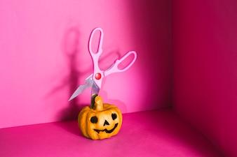 Jack-o-lantern with scissors