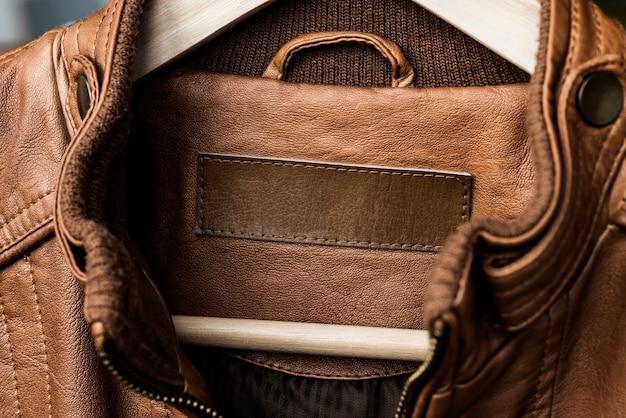 Giacca con etichetta del marchio vuota