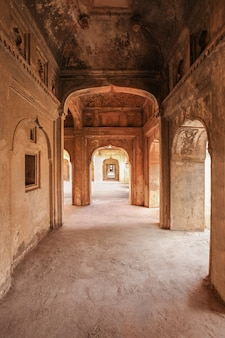 Jahangir mahal (orchha fort) in orchha, india