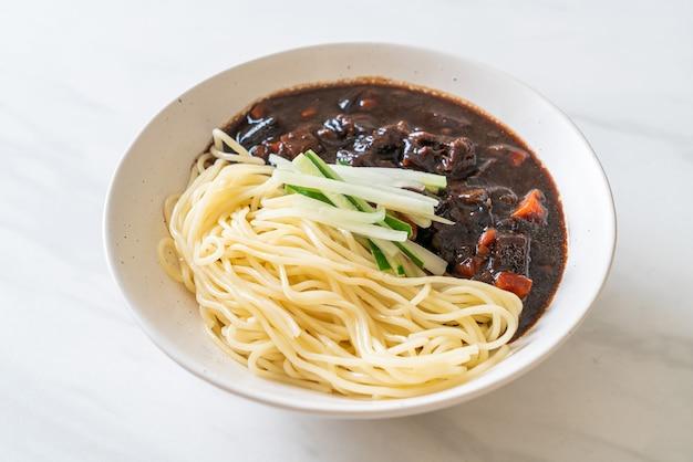 Чжангмён или чжачангмён - корейская лапша с черным соусом - корейский стиль еды