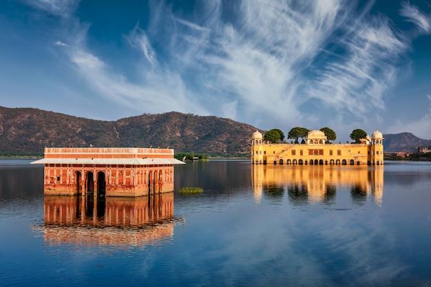 Джал махал (водный дворец). джайпур, раджастхан, индия