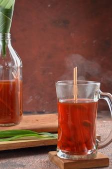 ジャムウの伝統医学とインドネシアのハーブ飲料は、paなどのjavamaterialsで普及しています