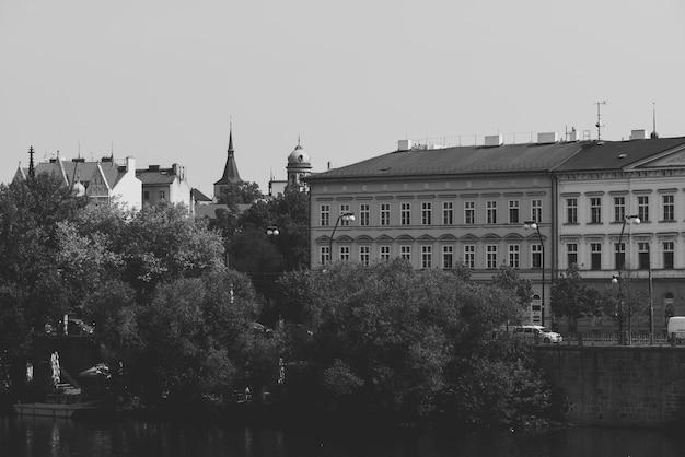 밤에 janackovo 제방(janackovo nabrezi)입니다. 프라하, 체코