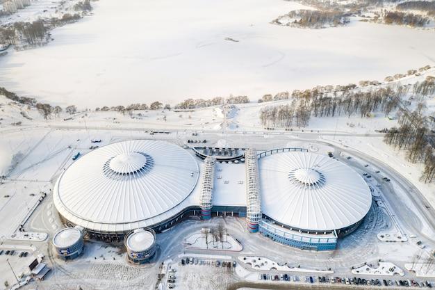 2021 년 1 월 16 일 민스크에있는 국가 문화 및 스포츠 기관인 chizhovka-arena의 현대적인 복합 단지. 벨라루스.