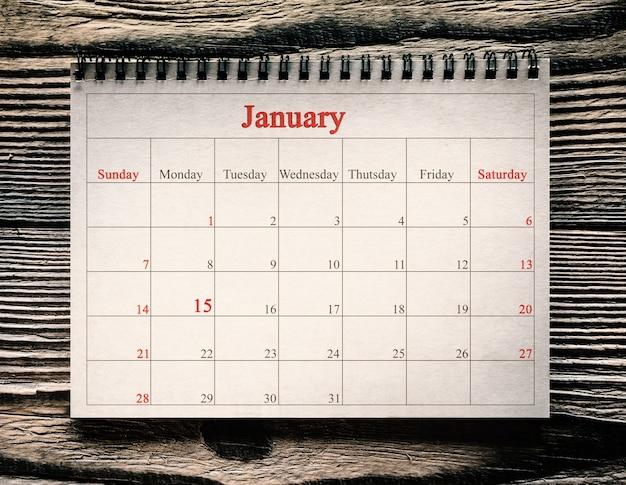 木の背景の日のカレンダーの1月マーティンルーサーキング