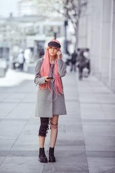 日本のアニメコスプレファッションアジアの女の子の屋外