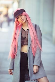 日本のアニメコスプレ。ファッションアジアの女の子アウトドア。