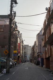 空の通りのある日本都市