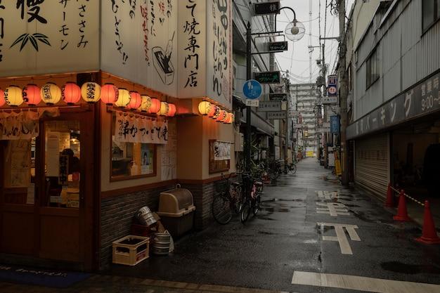낮에 비 후 일본 거리