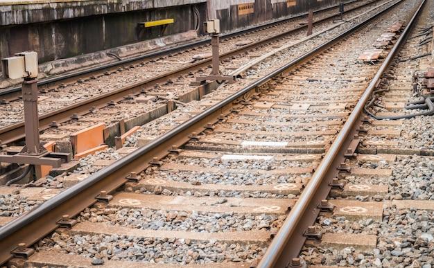 日本の鉄道駅。 (フィルタリングされた画像は、ヴィンテージの効果を処理し