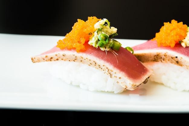 日本の伝統的な白の食事ロール