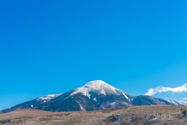 日本冬の山
