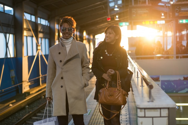 Японская пара влюбленных знакомства в осаке