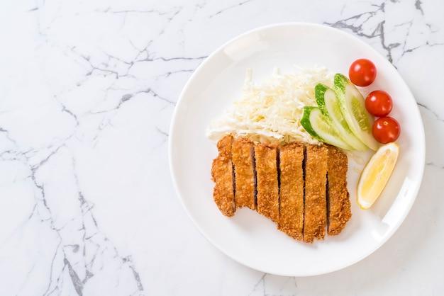 日本の揚げ豚カツ(とんかつセット)-日本食スタイル
