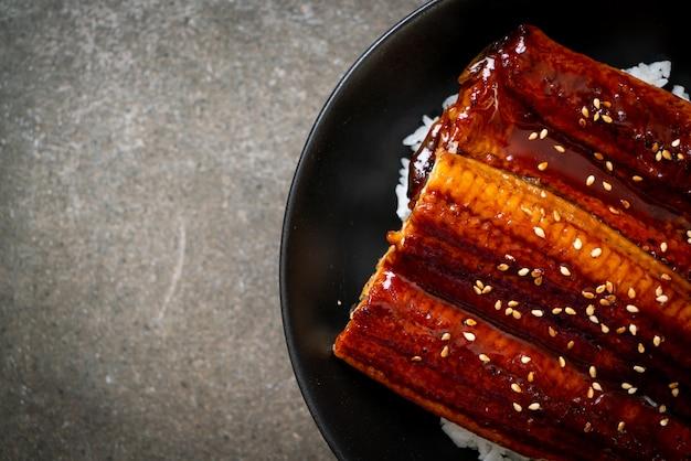 丼や鰻丼で焼いたニホンウナギ-日本食スタイル