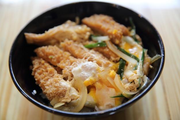 豚カツ丼の卵揚げ日本食