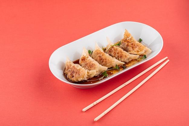 Японские пельмени гедза с соевым соусом