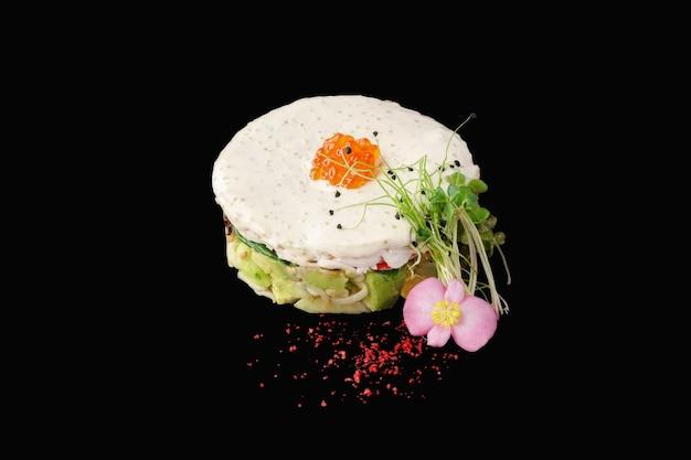 Японский салат кани с миксом зелени, снежным крабом, огурцом, авокадо, ростками сои