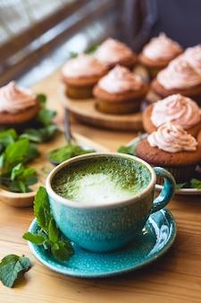 Японский зеленый чай матча. чай матча с пирожными