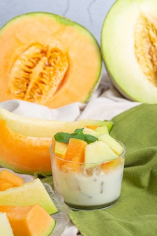 日本のメロンやマスクメロン、マスクメロン、季節のフルーツ、健康概念。