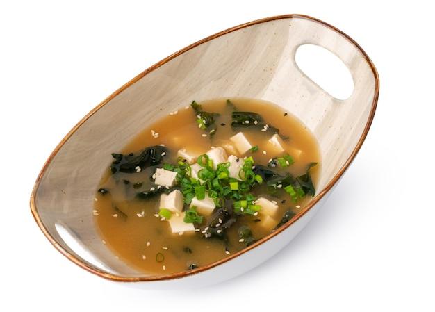 Японский суп мисо в миске, изолированной на белом