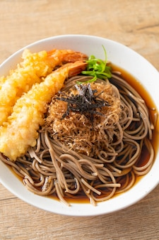 새우 튀김을 곁들인 일본 라면 - 아시아 음식 스타일