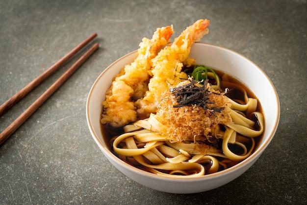 エビの天ぷらと日本のラーメン-アジア料理のスタイル