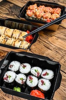 日本食レストランのテイクアウト、セットデリバリーボックス。
