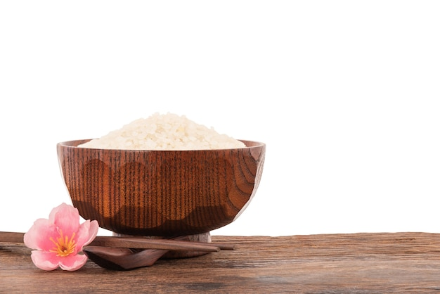 클리핑 패스와 함께 흰색 표면에 고립 된 일본 쌀.