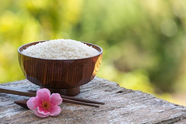보케 자연 표면에 일본 쌀 씨앗.
