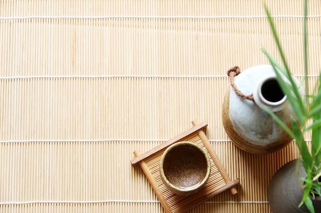 木製テーブル上の日本酒