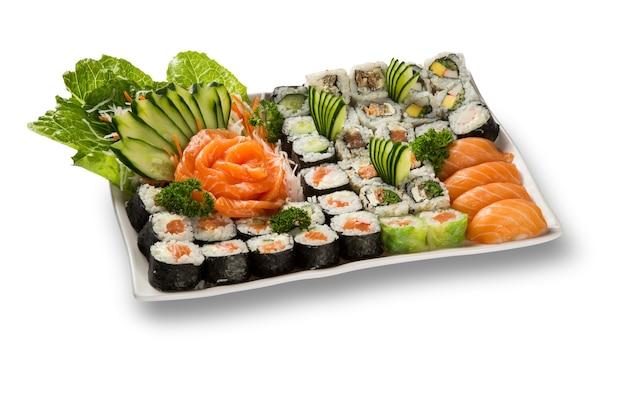일본 해산물 스시와 흰색 접시에 사시미