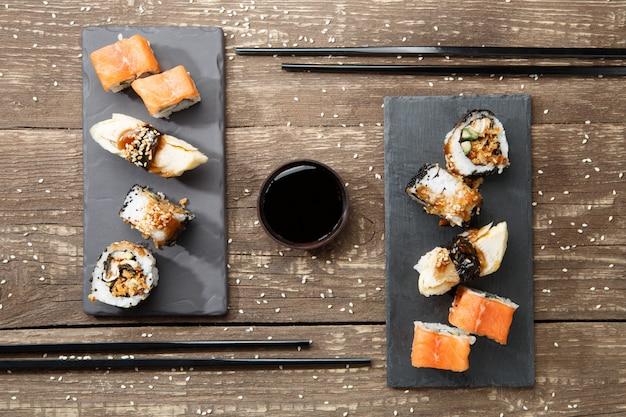 Японские морепродукты суши, роллы