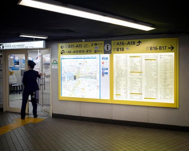 Экран отображения информации о пассажирах системы японского метро