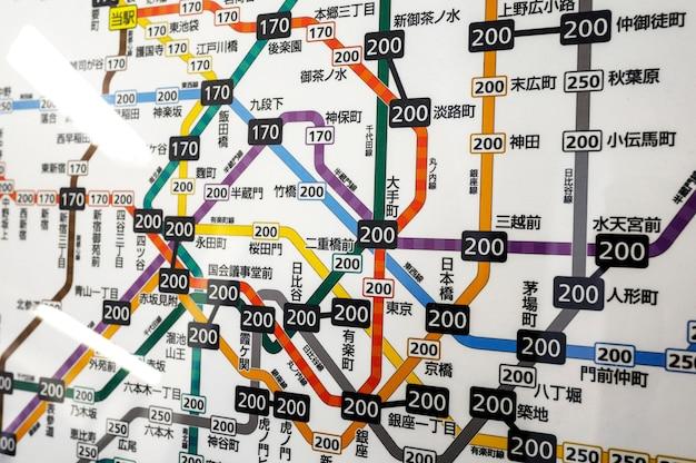 日本の地下鉄列車システムの乗客情報表示画面