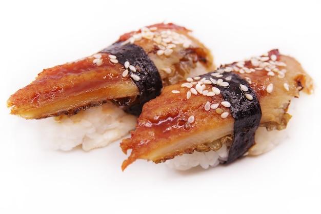 日本の寿司料理。うなぎにぎり2つ