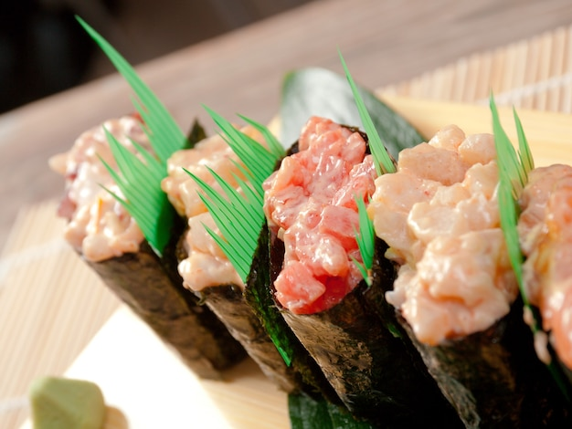 日本の寿司伝統的な日本食。巻き寿司。