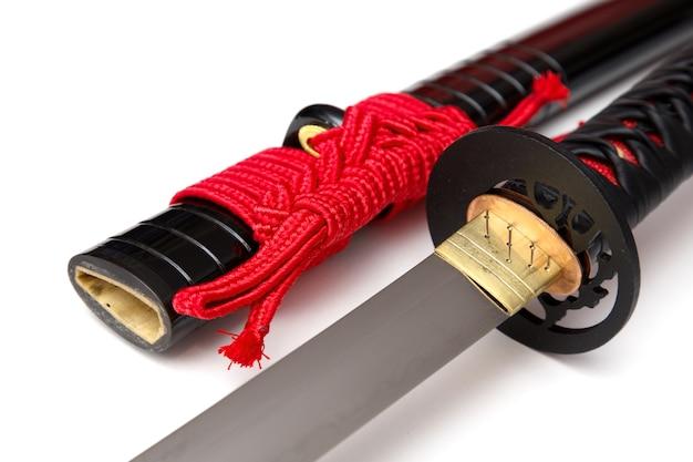 赤い紐の日本刀