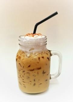アイスコーヒーまたはカプチーノコーヒーの瓶。