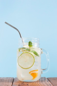 Vaso con bevande fresche