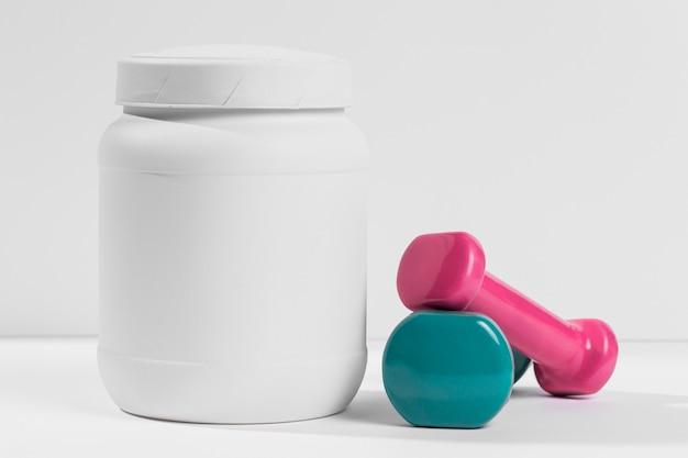 Баночка с добавками для гимнастики и весами рядом