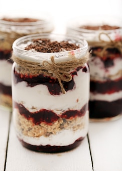 Баночка с йогуртом