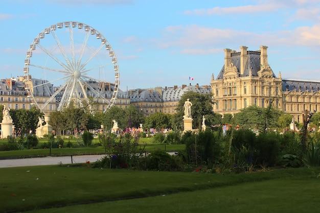 Jardin destuileriesまたはthetuileries garden、パリ、フランス。 Premium写真