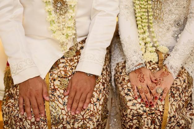 Javanese bride and groom hand