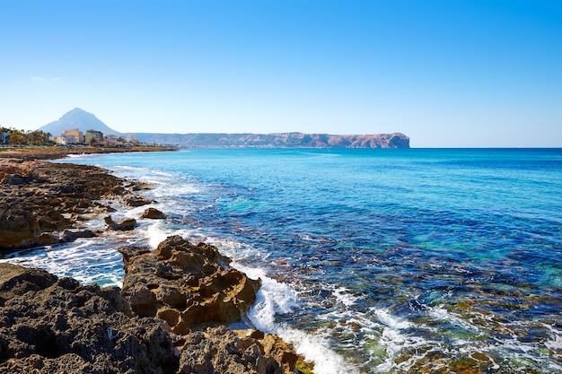 アリカンテ、スペインのjavea xabia cala blancaビーチ