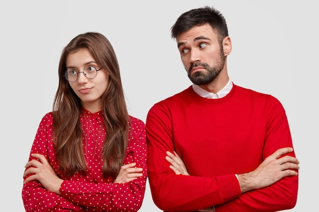 Jealous girlfriend turns from boyfriend, feels offended after sorting out relationships, keeps hands crossed