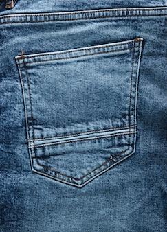 ジーンズのバックポケットのクローズアップ。デニムの風合い