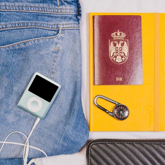 ジーンズ、mp3プレーヤー、パスポート