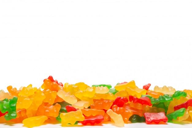 Jelly потеют медведи изолированные на белой предпосылке, космосе экземпляра.
