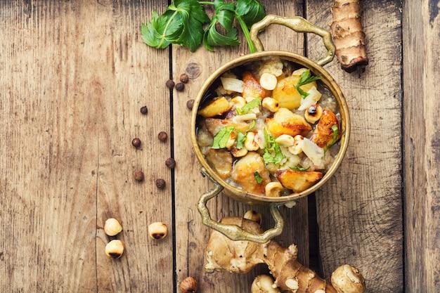 エルサレムアーティチョーク野菜の秋のスープ